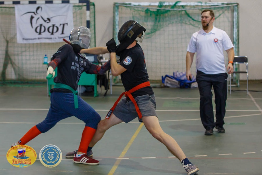 Поклонники ножевого боя показали виртуозное владением ножом   Новости спорта