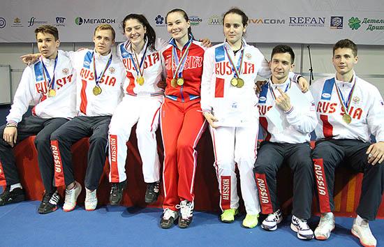 Команда самарского фехтовальщика взяла «золото» на «Эстафете» в Болгарии