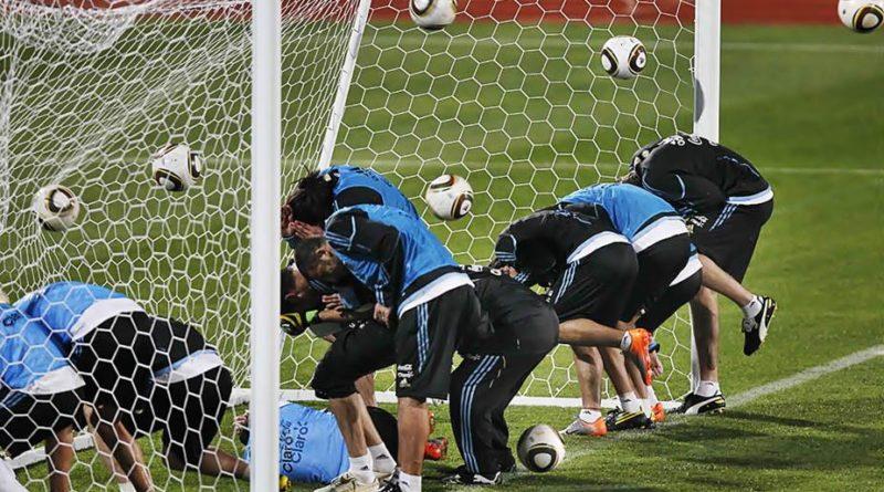 Расстрел мячом футбольных ворот