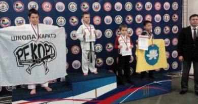 Тольяттинские каратисты завоевали девять медалей на турнире в Саратове